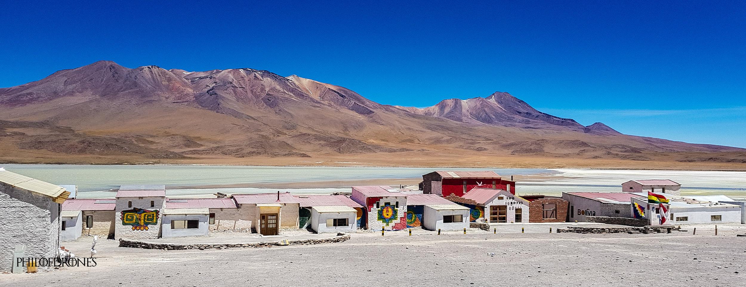 Hôtel Los flamencos au bord d'une lagune Bolivienne