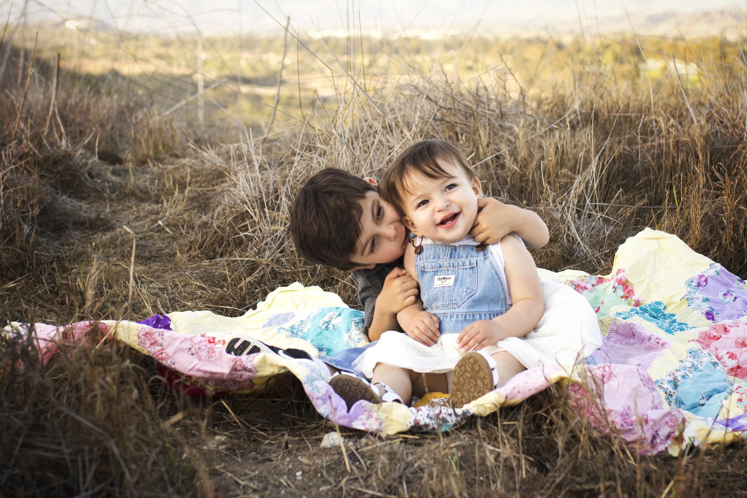 Nom Nom | Sibling Photographer