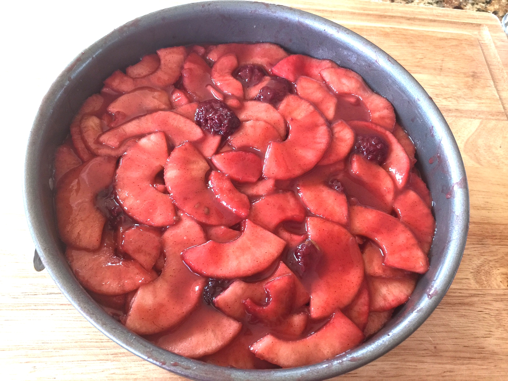 Apples and blackberries layered in the pan