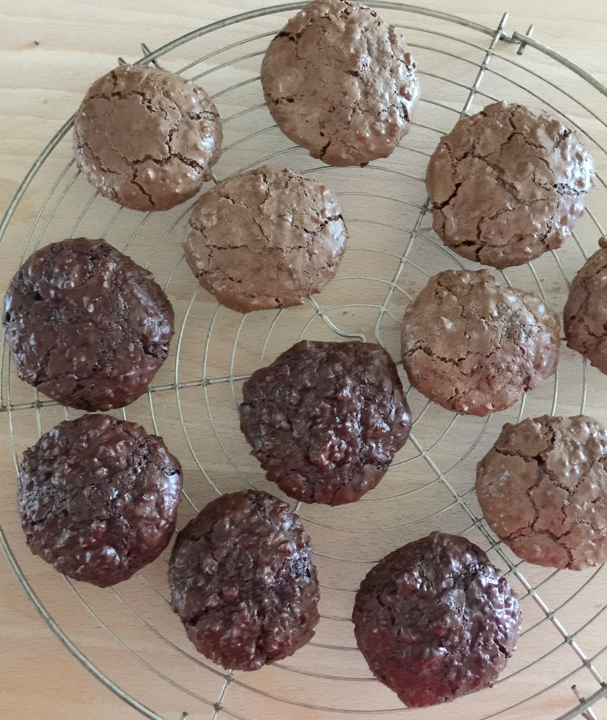 The darker cookies were made with Cacao di Pernigotti. The lighter ones with Ghirardelli.