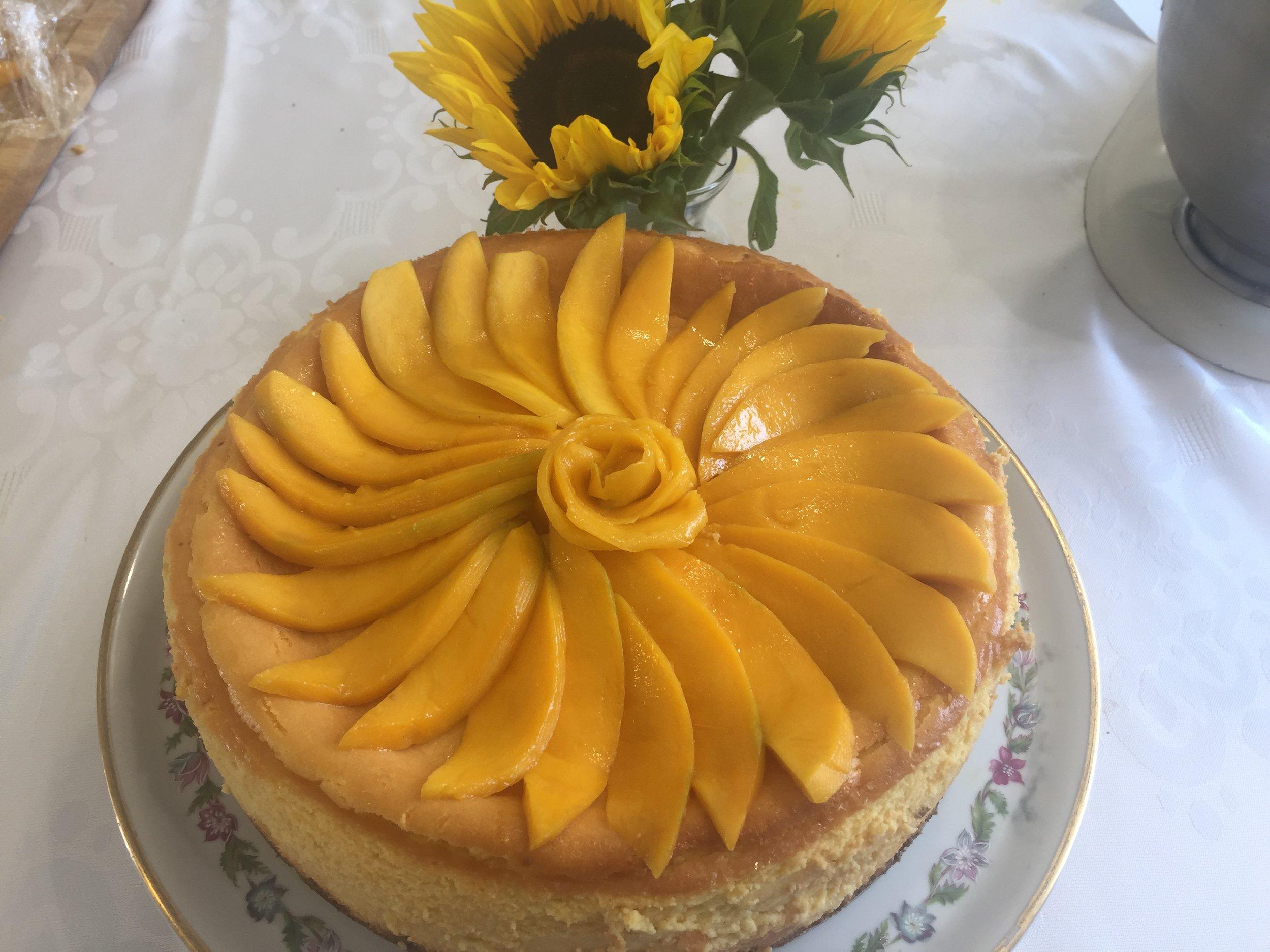 Mango cheesecake with gingersnap crust