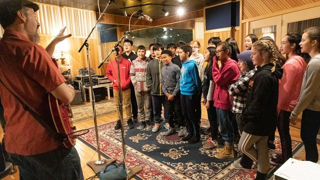 Nate Silas-Richardson prepares a group of DeWitt Middle School 7th graders at Pyramid Sound in Ithaca.  Photo Credit:    Sheryl Sinkow Photography
