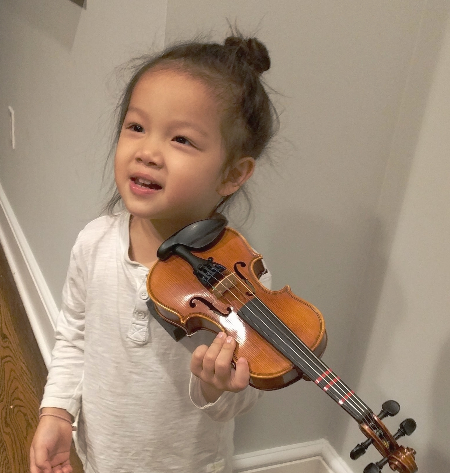Rei Tries Her New Violin Hold