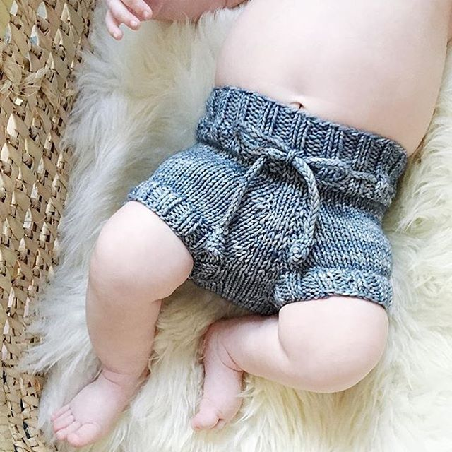 Cute bloomers on the cutest legs from @hellobardeaux  Our baby bloomers pattern in the shop.