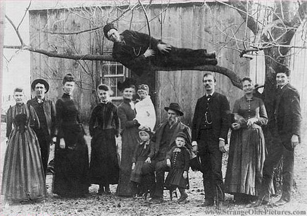weird-family-photo-victorian-guy-in-tree.jpg