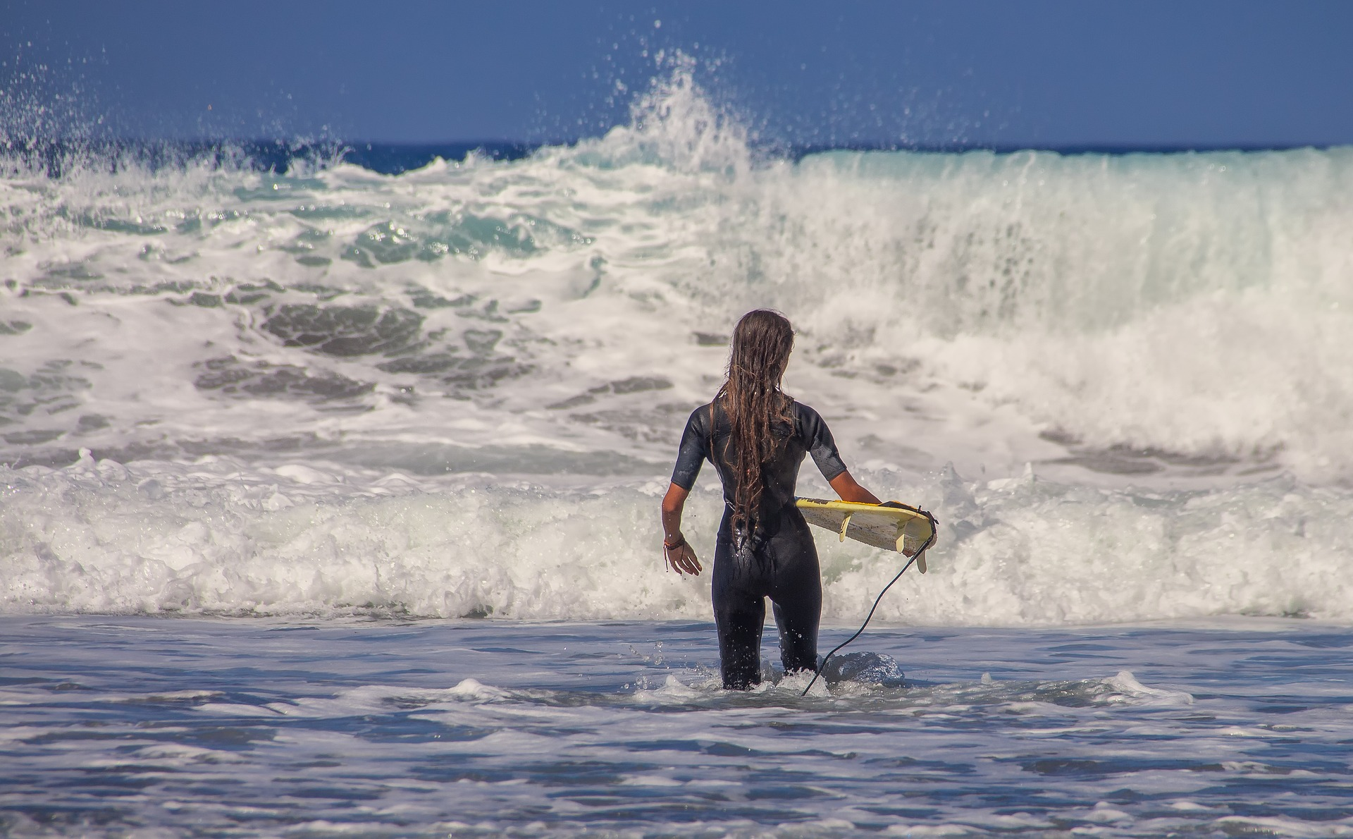 surfer-3729052_1920.jpg