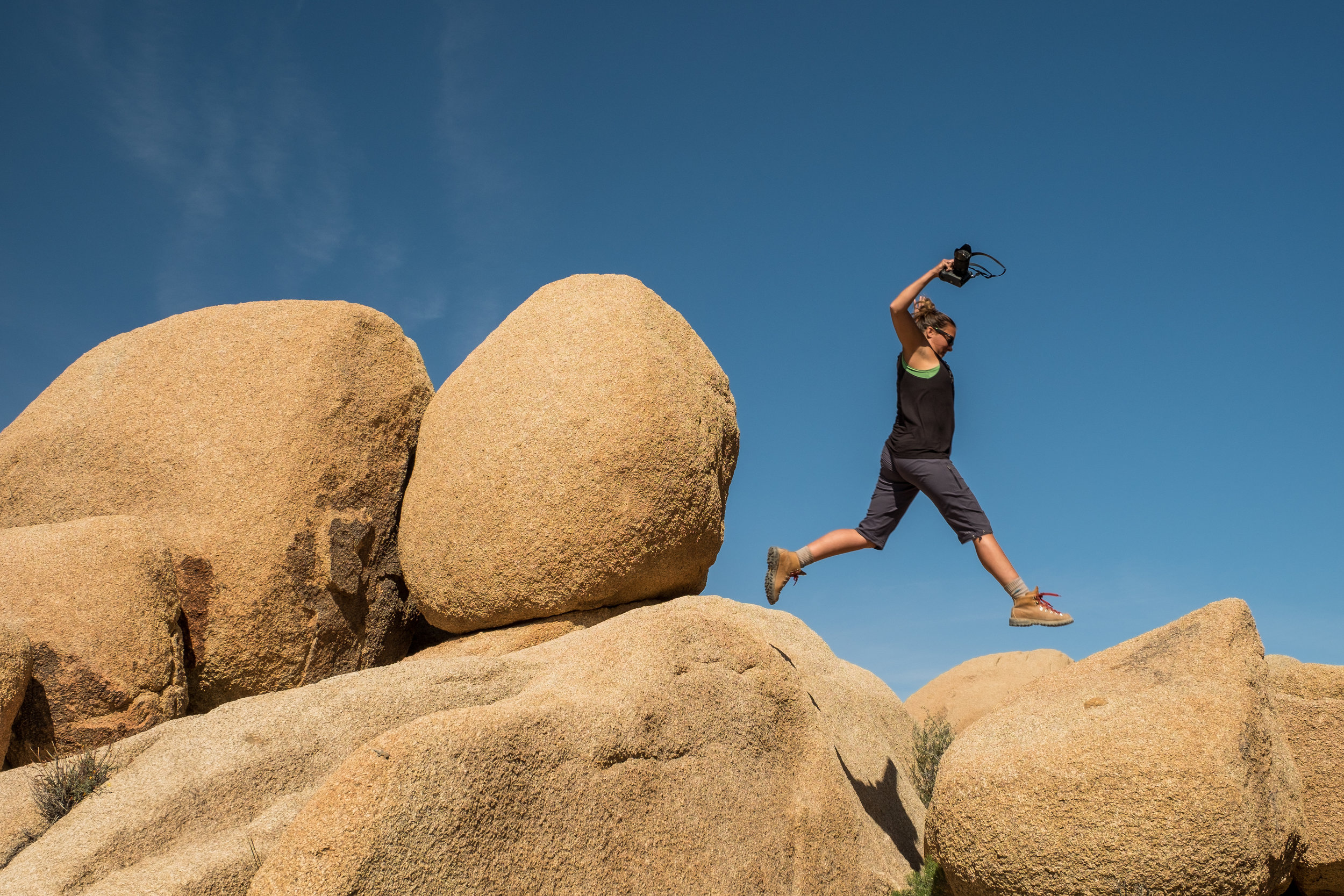 Boulder hopping in Joshua Tree National Park in California