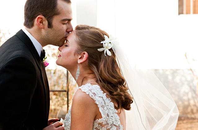 liz-lucas-winter-wedding-lancaster-pennsylvania-kiss.jpg