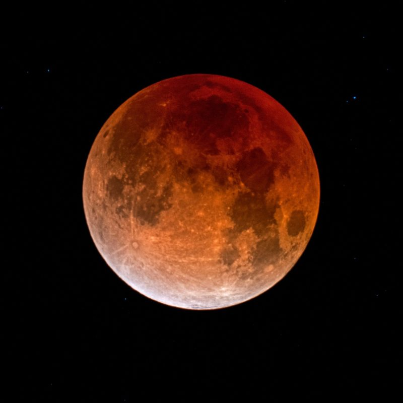 Photograph of the eclipsed moon about a year ago (January 31, 2018)