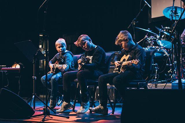 Vi starter opp to nye gitargrupper for nybegynnere! Sjekk ut på tromsomusikkskole.no 🎸 📸@svesim