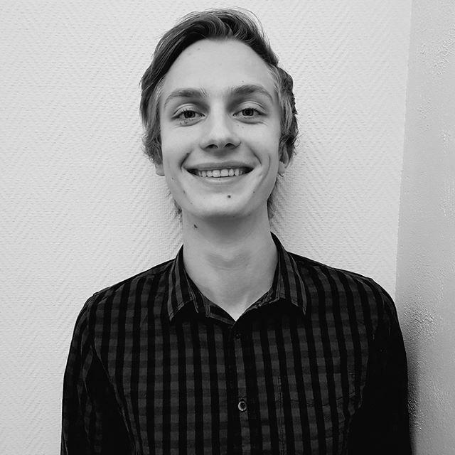 Hils på August Veseth - vår nye pianolærer 🙋🏻♂️ Ønsker du å ta pianotimer? Info på www.tromsomusikkskole.no