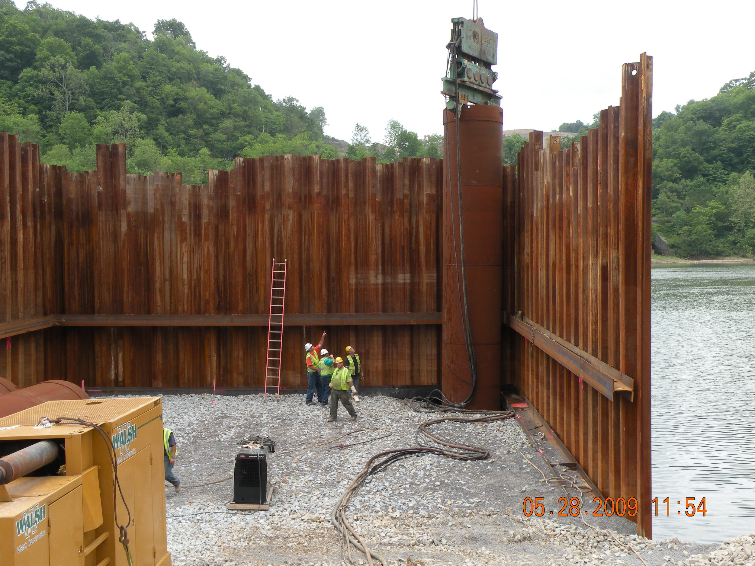 2009-05-28_Setting_Casing_for_Pier_4_Caisson_1.2[1].JPG