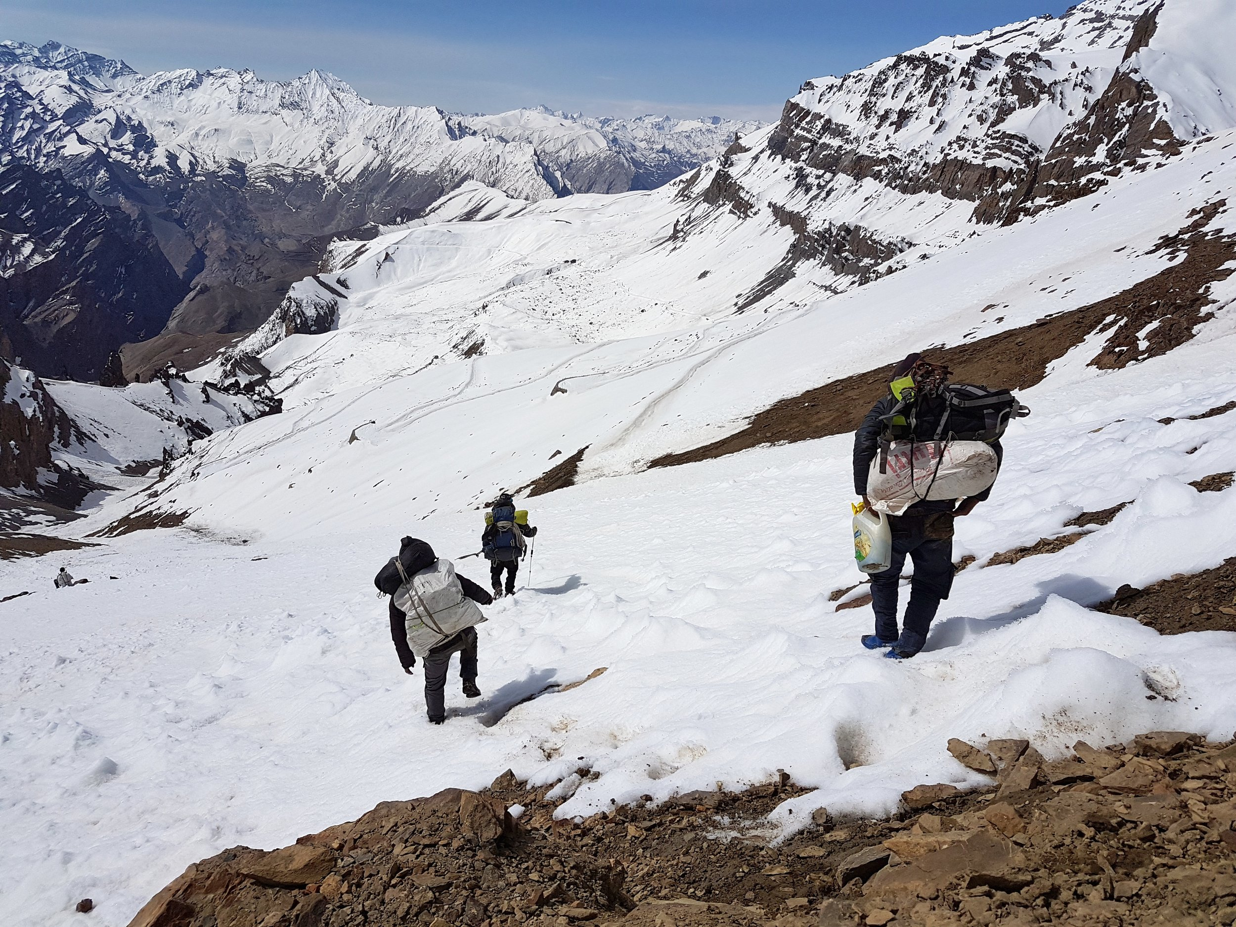 Porters making their way down from Singe-La