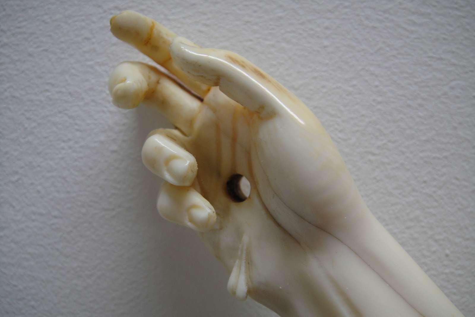 restauration main ivoire