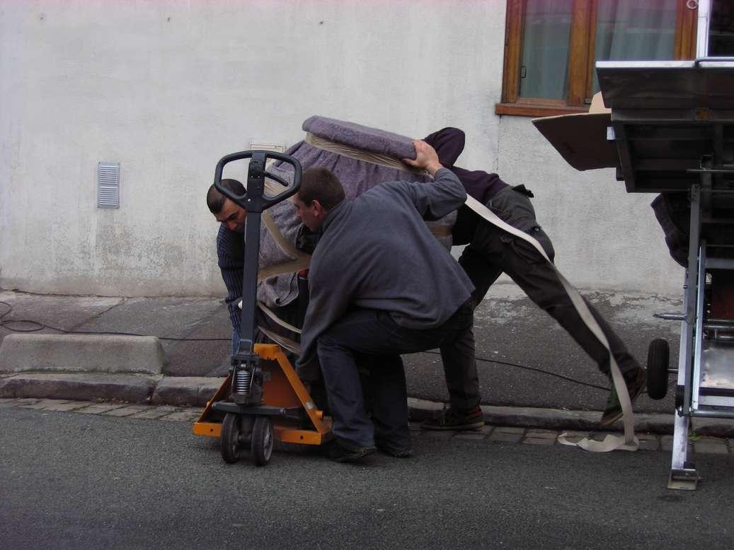 vese-monumental-gres-email-transport-art-restaurate-minstere-ecologie-paris-aime-jules-dalou-place-republique.jpg