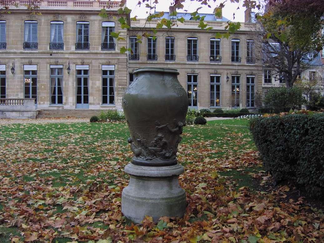 ministere-ecologie-paris-aime-jules-dalou-vase-gres-exterieur-jardin-art-restaurarte.jpg