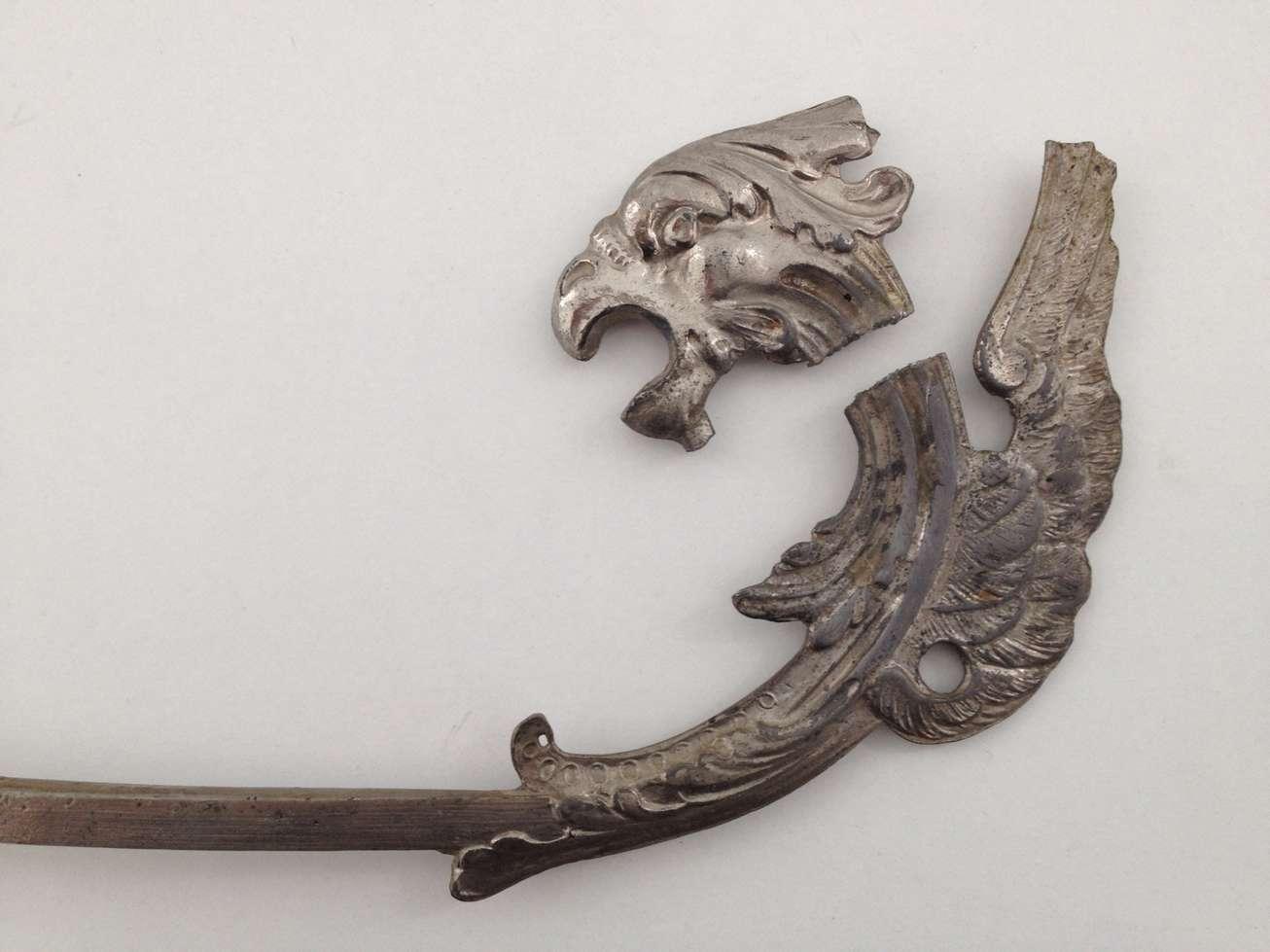 regule-anse-corbeille-verre-cristal-dragon-stylise-art-1900-restauration-collage-restaurarte.jpg