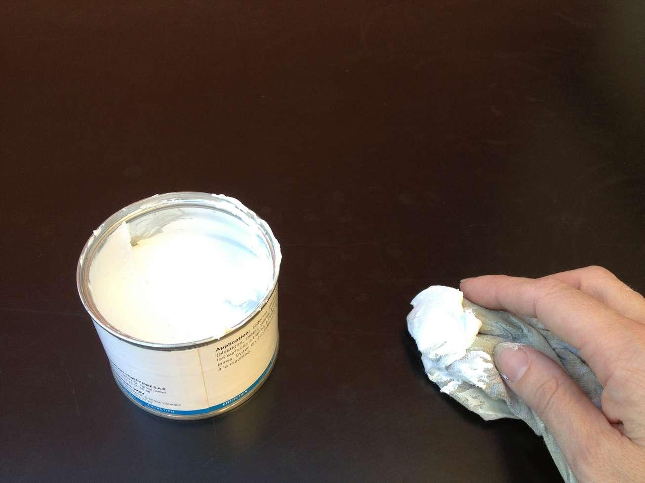 day-birger-mikkelsen-home-pate-polir-mobilier-table-resine-galerie-kreo-polish-art-restauration-restaurarte.jpg