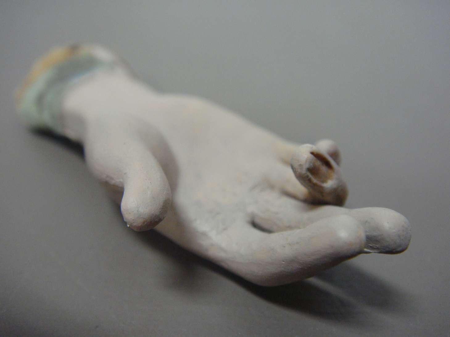 cire-enfant-louis-XV-saint-nicolas-tableau-scene-art-ancien-restauration-restaurarte-main.jpg