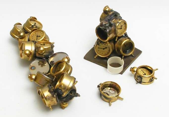 arman-sculpture-heure-pour-tous-saint-lazare-paris-art-contemporain-1985-restauration-metal-restaurarte-pendule-horloge-.jpg