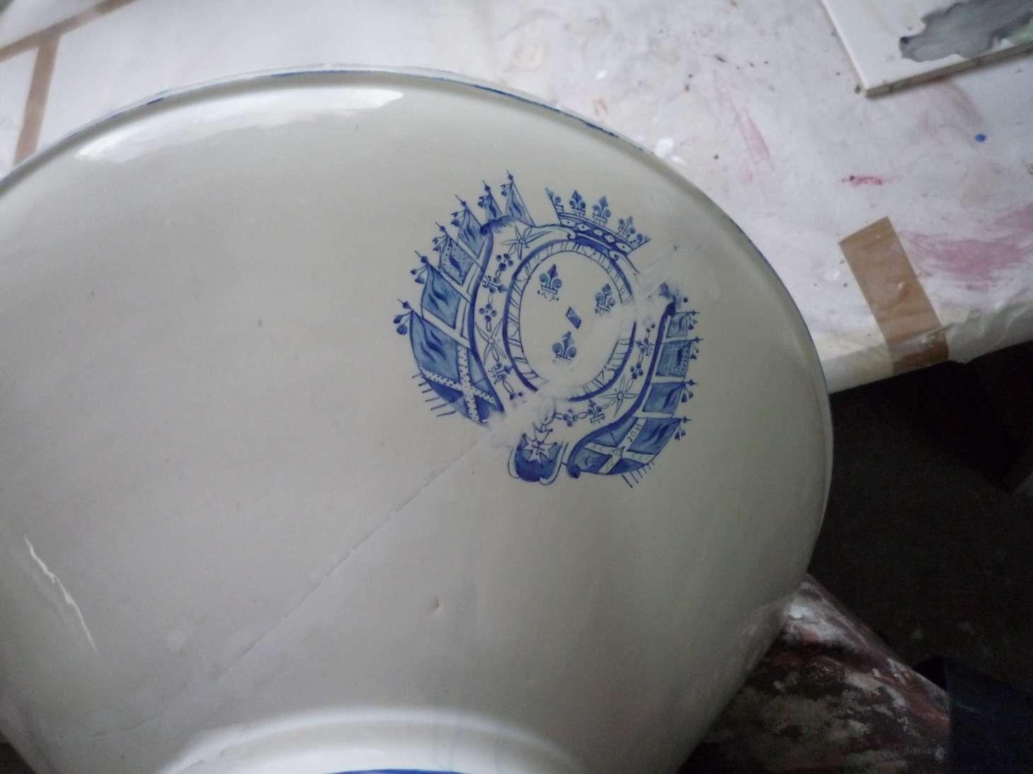 porcelaine-chantilly-bassine-blanche-cuisine-restauration-ateliers-restaurarte-art-invisible-comblement-poncage-peinture-ceramique.jpg
