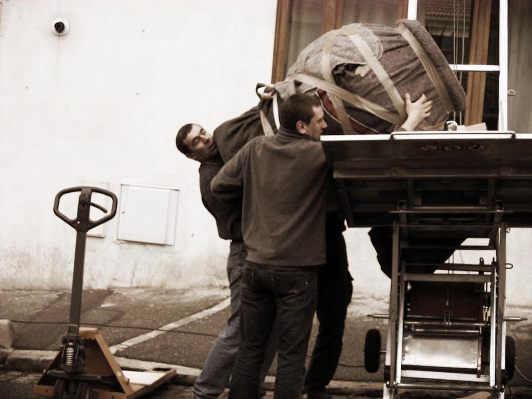 Transport d'un vase monumental - Ministère de l'Ecologie