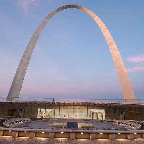 Gateway Arch in St. Louis by Eero Saarinen..Gateway Arch a St. Louis di Eero Saarinen