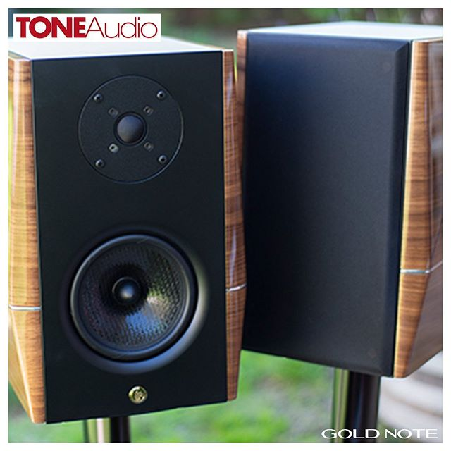 """This 5-inch, two-way, compact monitor delivers an incredible wallop for its small size. This gorgeous little pair of speakers is like a tuned Fiat Abarth. More sound and fun than you'd ever think could come from that small shape."" Jeff Dorgay, Tone Audio #mygoldnote ⠀⠀ #goldnote#goldnoteitaly#madeinitaly#craftsmanship#italianstyle#hifi#electronics#designpassion#audiophile#elegance#luxury#florence#instahifi"
