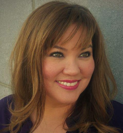 Lisa Flom Headshot.jpg