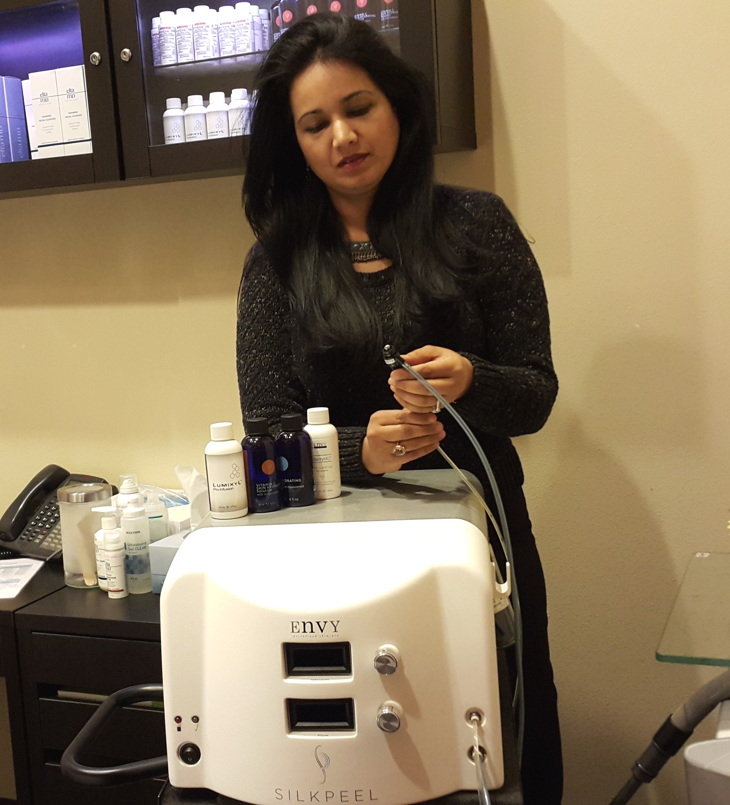 Here Dr. Khan prepares the SilkPeel machine for a client.