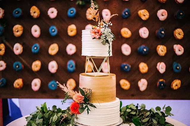 It's Monday and cake (and donuts!) can make that better.  #weddingcake#tieredweddingcake#donutwall#weddingcakeflowers#oregonwedding#oregonbride#bendbridalguide#wedventuremag#centraloregonwedding#prinevillewedding#bendweddingplanner#metalliccake#foxtailbakeshop