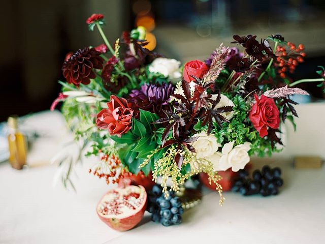 Anyone else just obsessed with fruit as decor or part of a floral arrangement? It has unique texture and colors that can complement florals so well. We're excited to incorporate more into some of our weddings this year!! Florals: @heirloomfloral Photographer: @marinakoslow . . . . . . . #centraloregonwedding#bendwedding#terrebonnewedding#ranchatthecanyons#weddi gflorals#oregonwedding#centraloregonweddingassociation#fruitarrangement#oregonweddingplanner