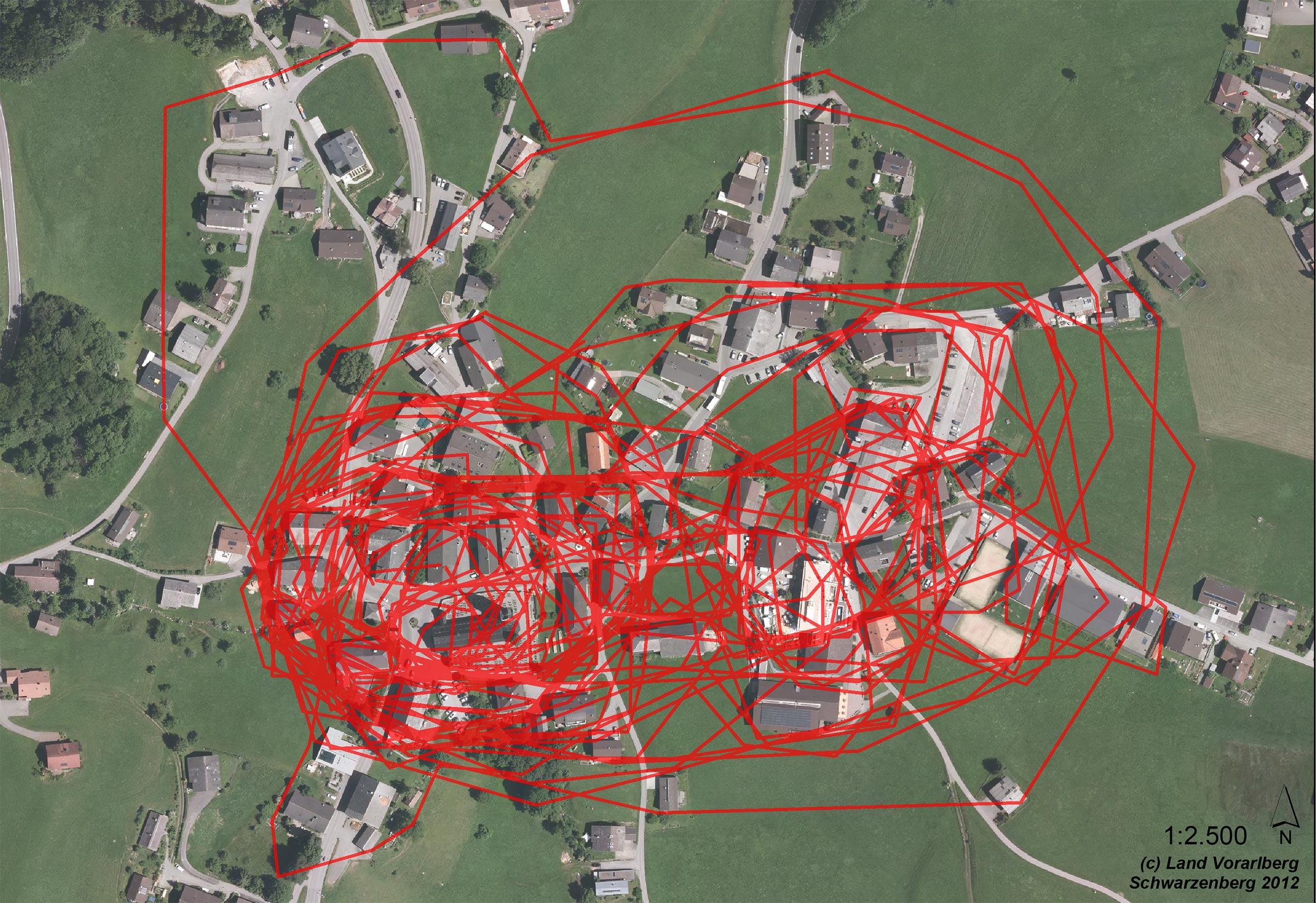 Auf einem Luftbild konnten die Besucher ihren persönlichen Dorfkern von Schwarzenberg markieren. Wer nicht beim Dorfgespräch dabei sein konnte kann den Plan auch nachträglich befüllen und auf der Gemeinde abgeben.    Download Planunterlagen