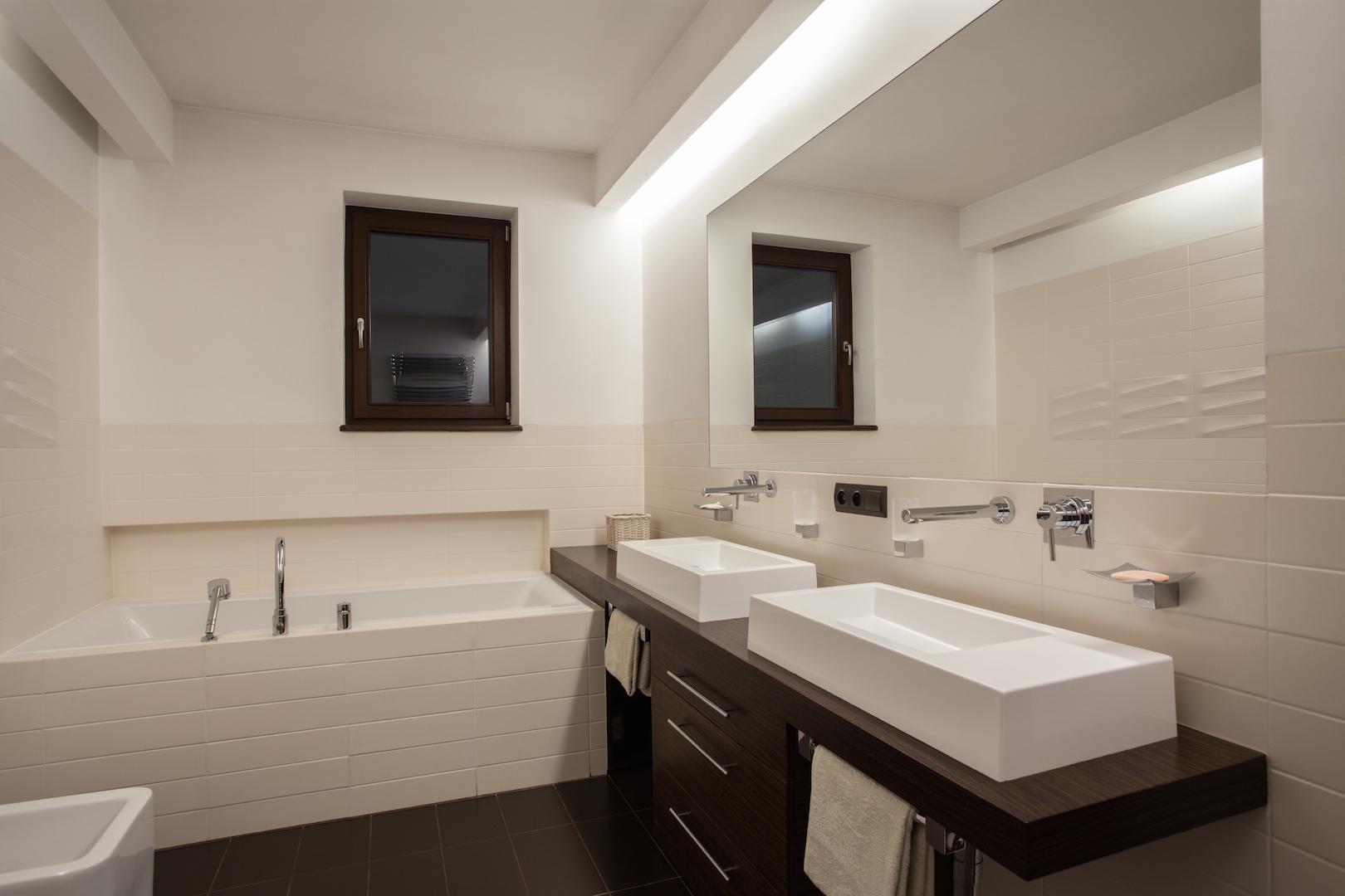 bathroom_002.jpg