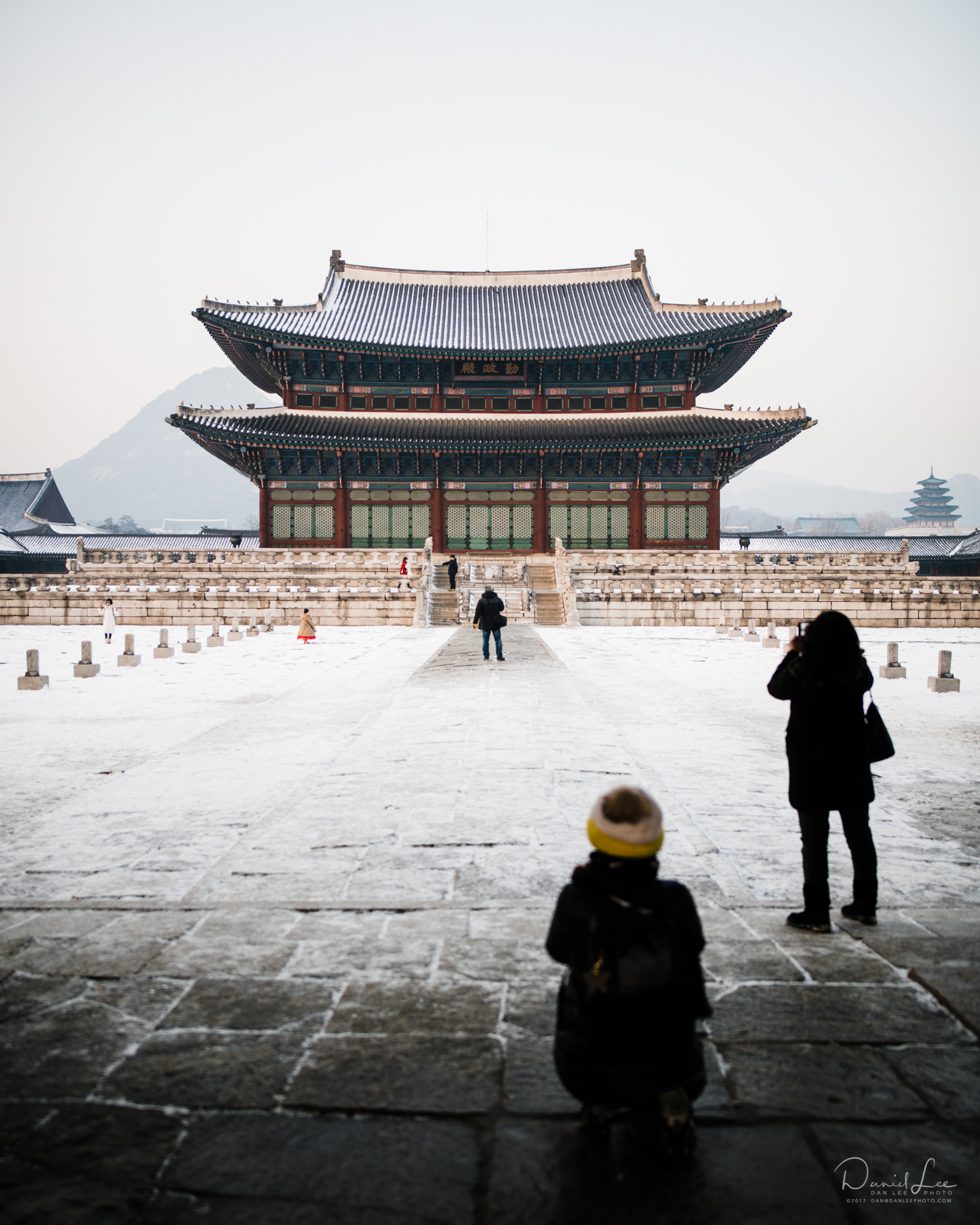 Tourists get their last minute photos at Gyeongbukgung before the doors close for the day. Seoul, Republic of Korea. Photo by Daniel Lee.