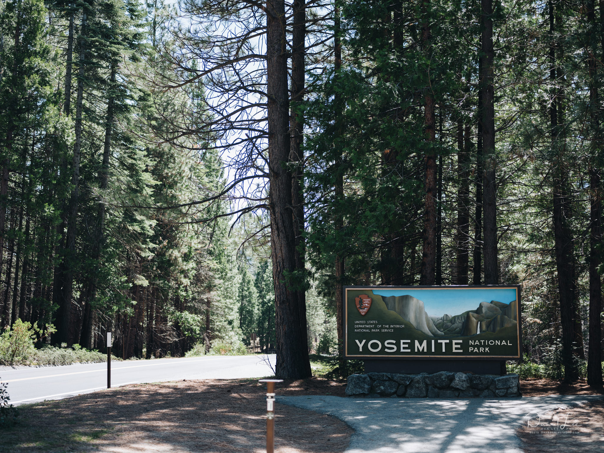 Entrance sign to Yosemite National Park. Photo by Daniel Lee.