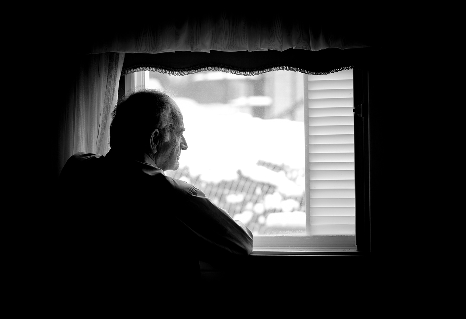 elderly showing signs of depression