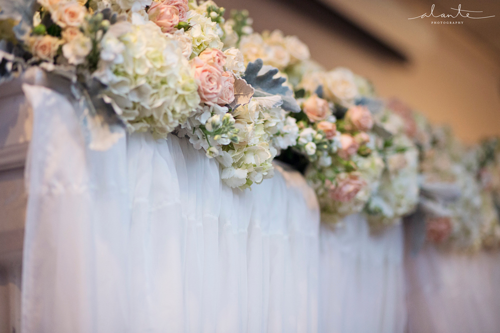 Photo by Alante Photography, Flowers by Laurel's Florals