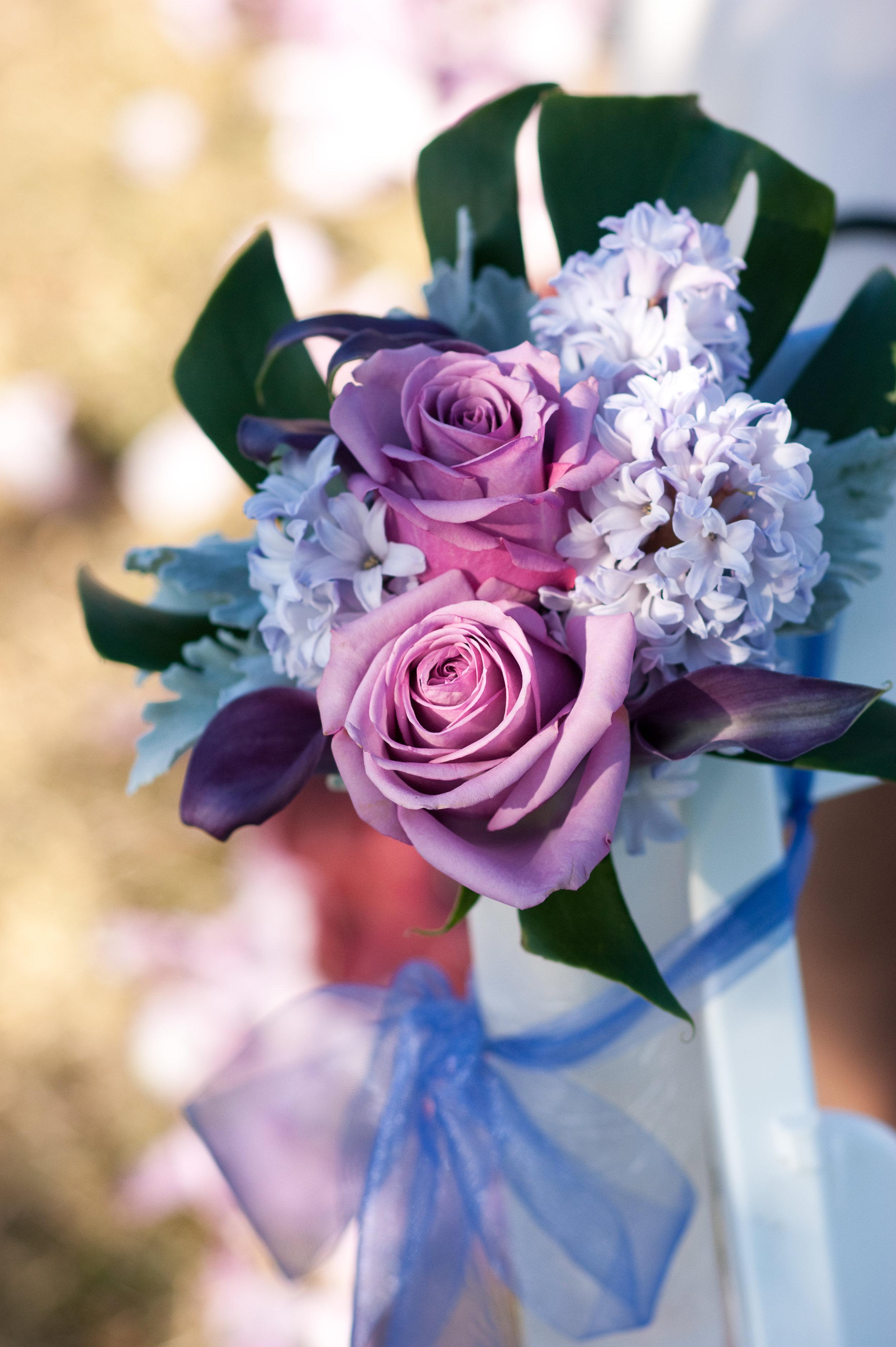 Photo by Sea Studio, Flowers by Bella Rugosa