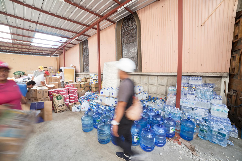 La Iglesia de La Merced en el centro de Bahía se transformó en un centro de acopio para donaciones independientes bajo la supervisión del padre Bruno dos Santos | Foto: S. Rodríguez