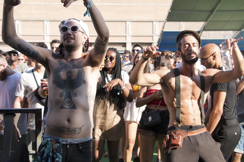 El festival es una oportunidad más para el exponer arte corporal, tatuajes y alterar el sistema nervioso con drogas recreativas, sobre todo marihuana y éxtasis.