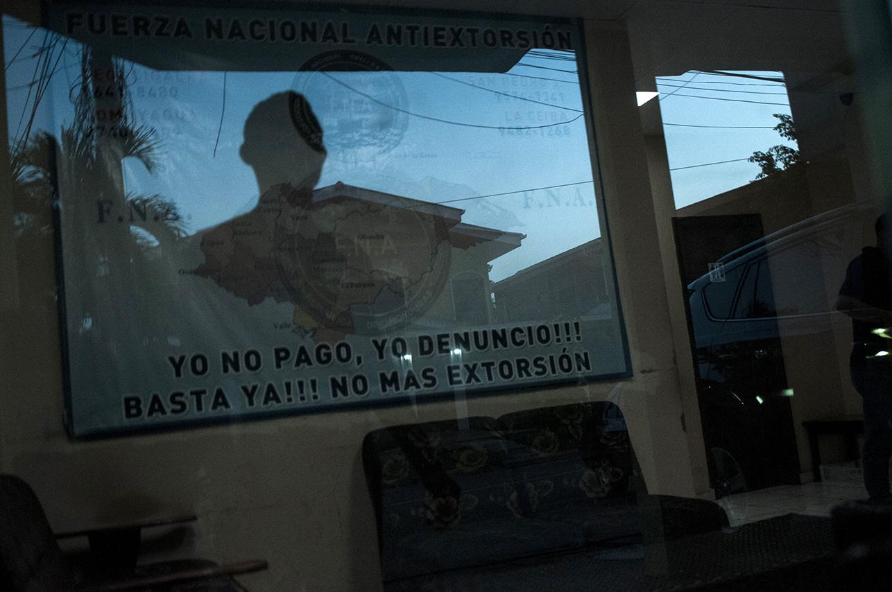 En contraposición al paisaje general de la ciudad y al de Cerrito Lindo, las oficinas de la FNA-MP están una esquina del Paseo de los Caminantes, donde decenas de personas haciendo ejercicio toman las calles.