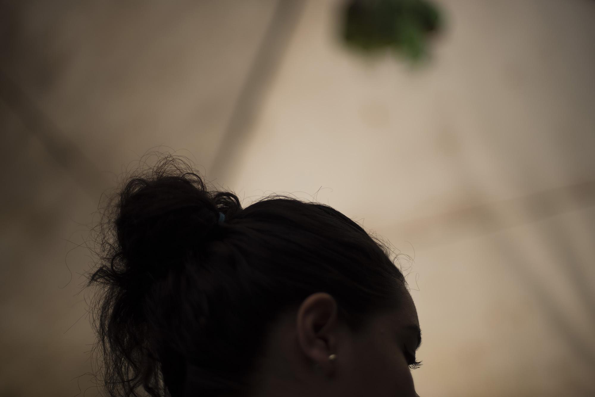 Habe pidió ocultar su identidad y lugar de residencia por miedo a represalias de la pandilla Barrio 18 Sureños, después de que ella saliera durante siete meses con un pandillero que la acusó a ella y a 75 personas de distintos homicidios