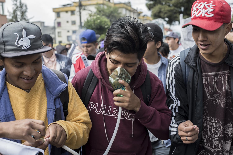 los fumones de la marcha - Nada como recorrer la ciudad con humo por delante y por detrás. Mira las mejores imágenes de la Marcha Mundial de la Marihuana. Más.