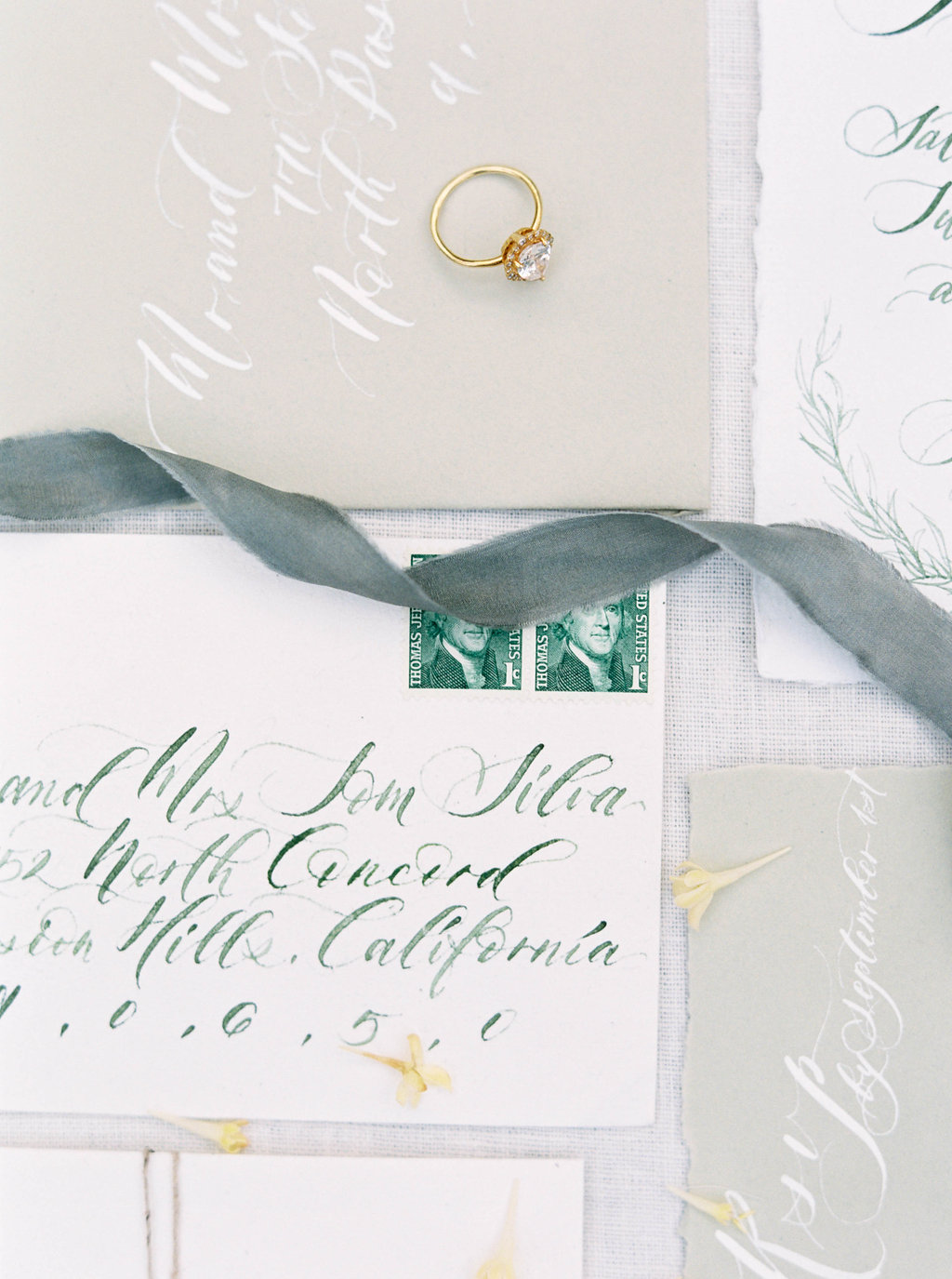 Wedding Wise, Seattle Wedding Planner | 2017 Pantone Color of the Year, Greenery | Sarah Carpenter Photography | Greenery calligraphy invitation suite