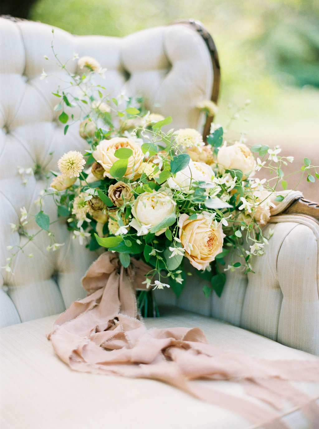 Wedding Wise, Seattle Wedding Planner | 2017 Pantone Color of the Year, Greenery | Sarah Carpenter Photography | Neutral bridal bouquet by Wild Bloom Floral