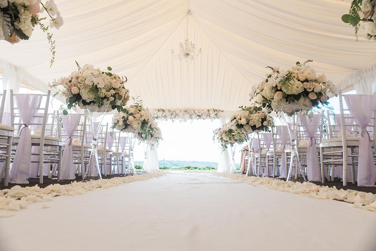 Woodmark Hotel Wedding in Kirkland | Wedding Wise Seattle Planning | B. Jones Photography | White classic wedding ceremony decor