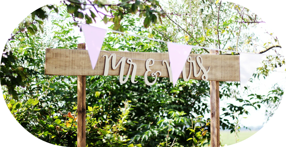 Mr. and Mrs. Sign | Rustic Wedding | Seattle Wedding Planner | Wedding Wise