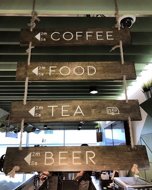 Wayfinding in the Hong Kong airport . . . #wayfinding #airport #signage #coffee #hongkong #drinks #planning #wayfindyeg #travel