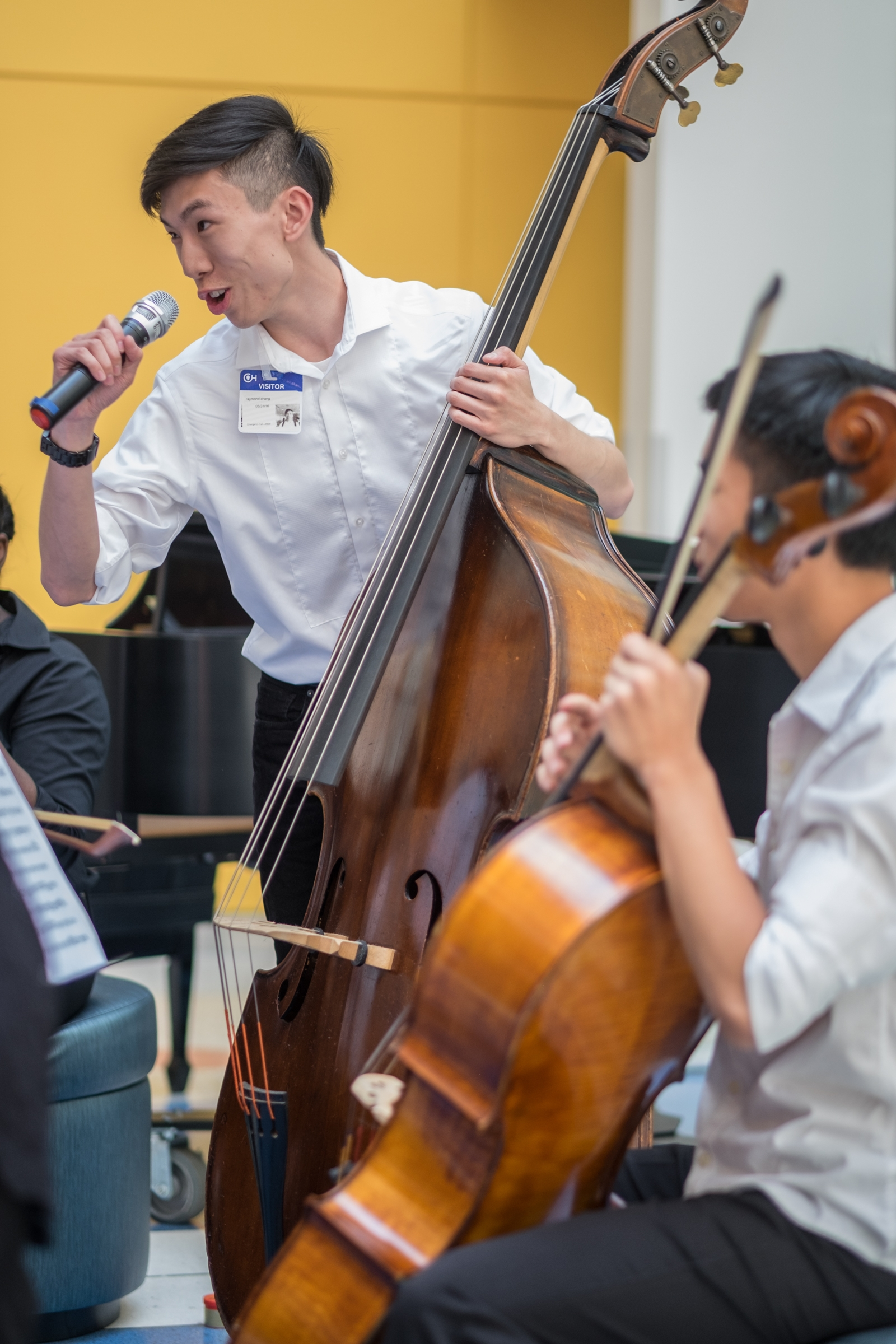 Raymond Zhang during interactive performance at Children's Hospital of Philadelphia (with Nathan Kim on cello)